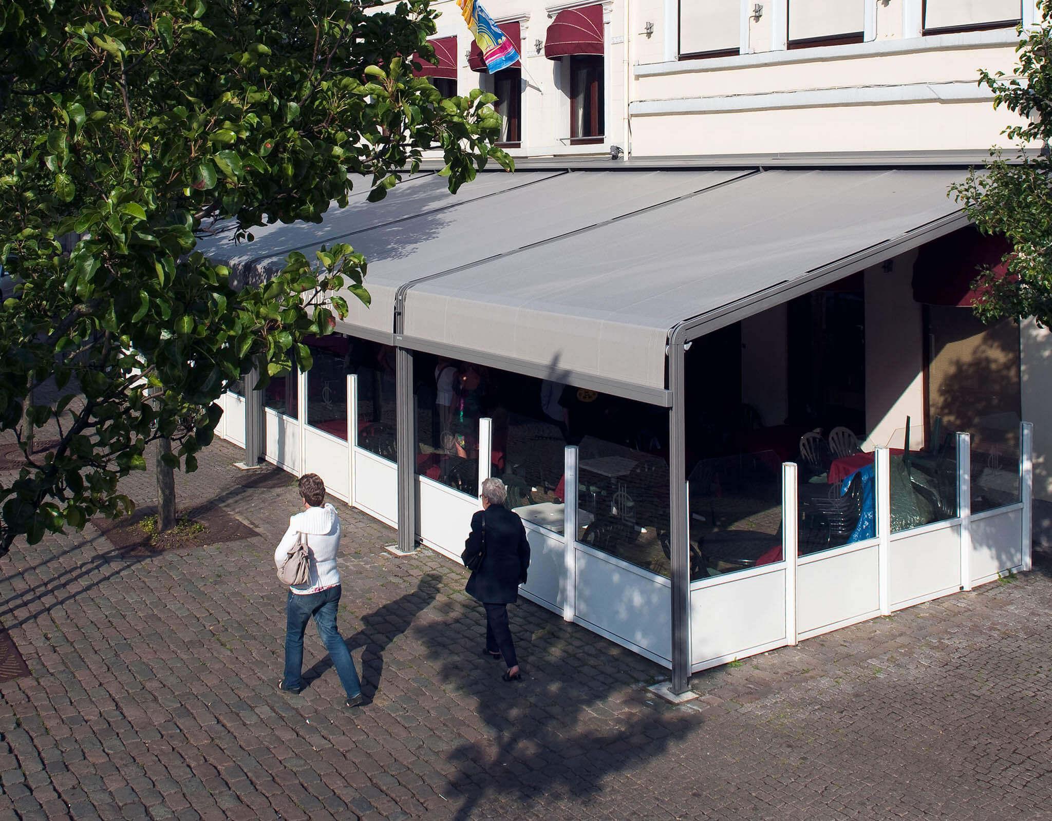 Pergola am Außenbereich eines Restaurant