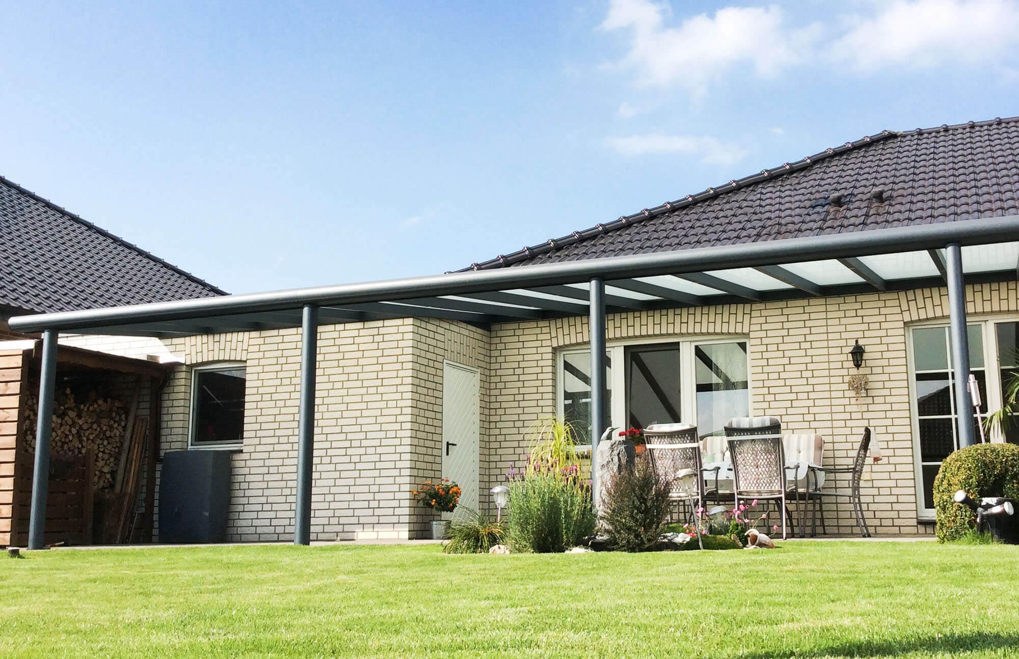 Polycarbonat Terrassenüberdachung mit milchiger Überdachung